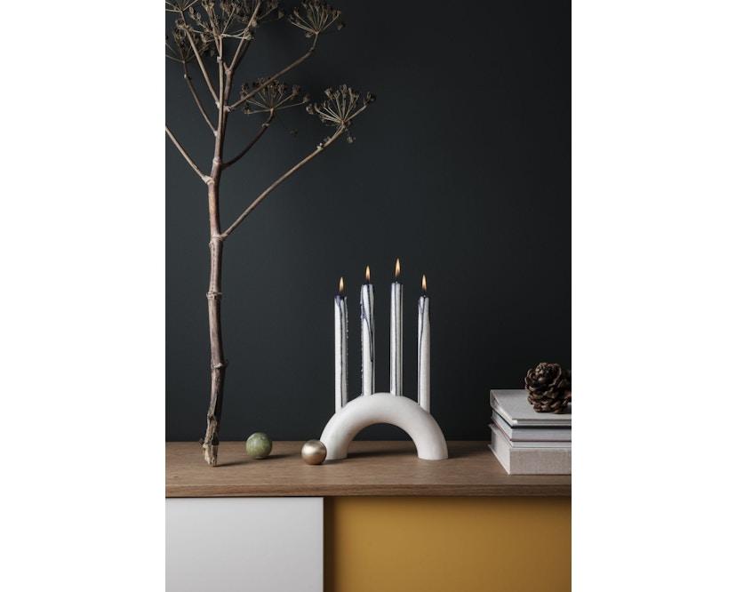 ferm LIVING - Bow Kerzenständer - schwarz - 2