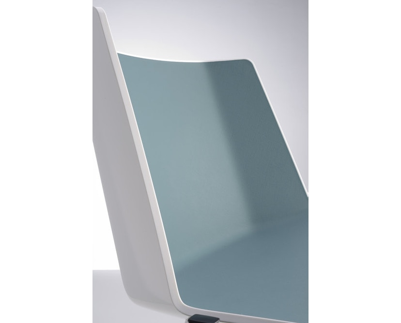 MDF Italia - AÏKU Stuhl - glänzend weiß/mittelblau - 4 runde Beine - 3