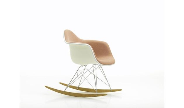 Vitra - Eames Plastic Armchair Spring Promo 2019 RAR mit Vollpolster, Holzkufen Ahorn dunkel - Credo perlmutt/schwarz 25 - 3