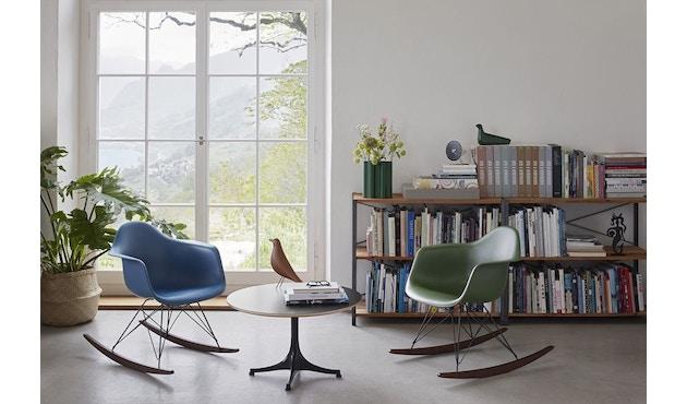 Vitra - Eames Plastic Armchair RAR mit Vollpolster, Gestell basic dark, Kufen Ahorn gelblich, Bezug nero - forest - 6