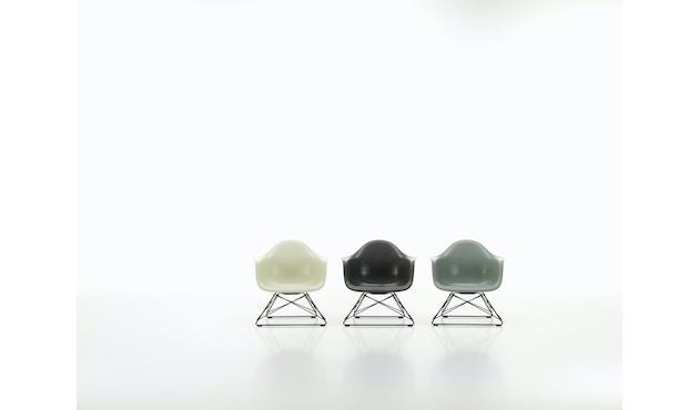 Eames Fiberglass Chair LAR