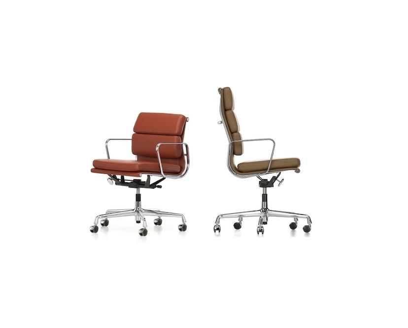 Vitra - EA 217 Soft Pad Chair, Gestell poliert, Rollen hart für Teppich - Vitra Leder 66 nero - 1