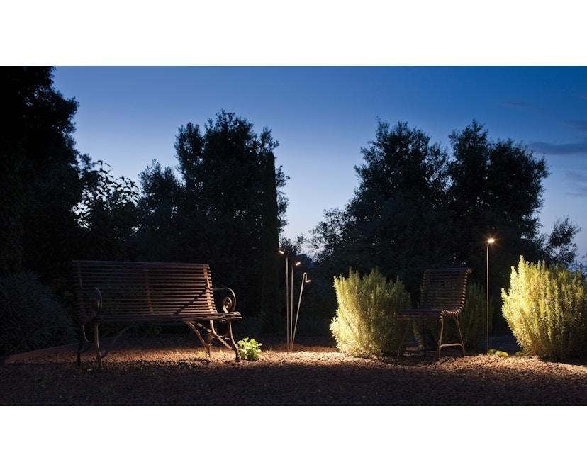Vibia - Brisa Outdoor Stehleuchte - mit Erdspieß - braun - 3