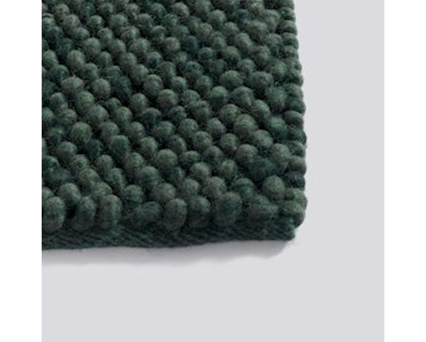 HAY - Peas vloerkleed - 140 x 200 cm - donkergroen - 2