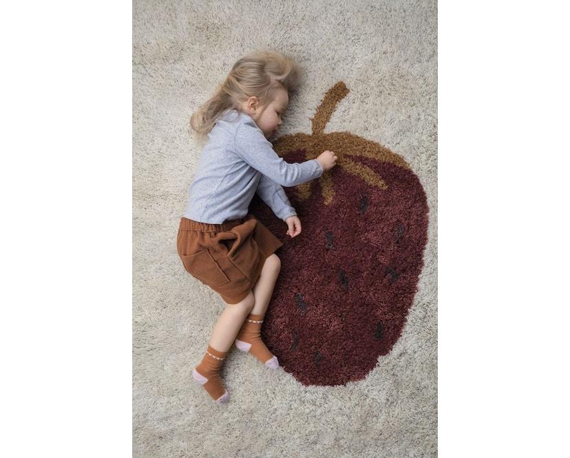 ferm LIVING - Fruiticana Teppich - klein - Edbeere -  - 3