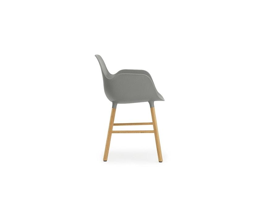Normann Copenhagen - Form Armlehnstuhl mit Holzgestell - grau - Eiche - 4