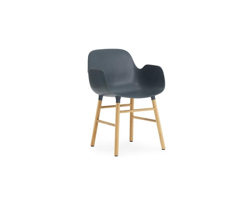 Normann Copenhagen - Form Armlehnstuhl mit Holzgestell - blau - Eiche - 1
