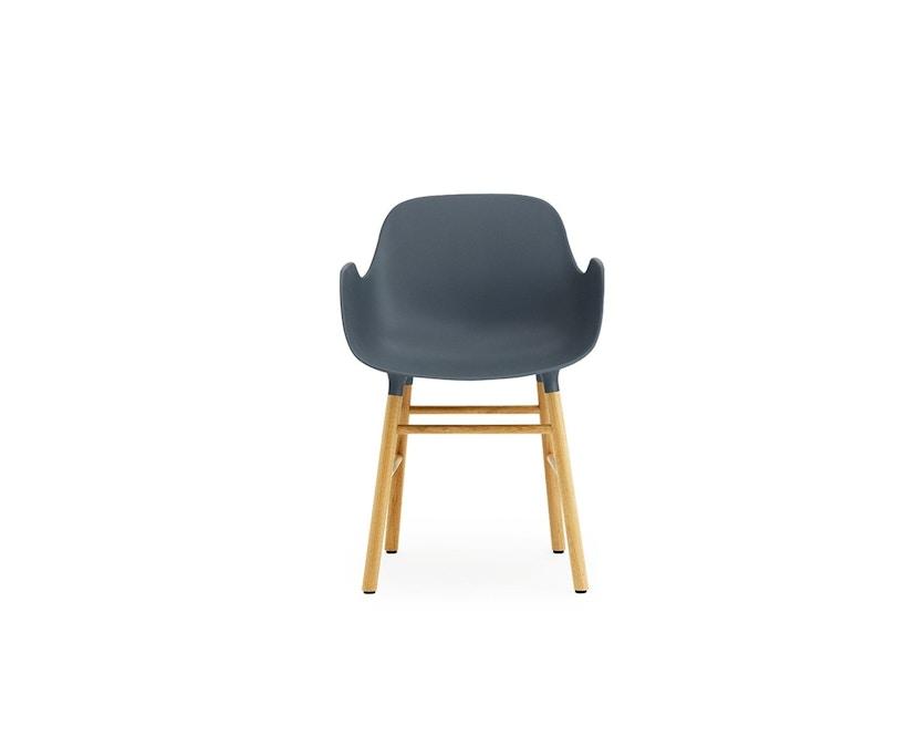 Normann Copenhagen - Form Armlehnstuhl mit Holzgestell - blau - Eiche - 2