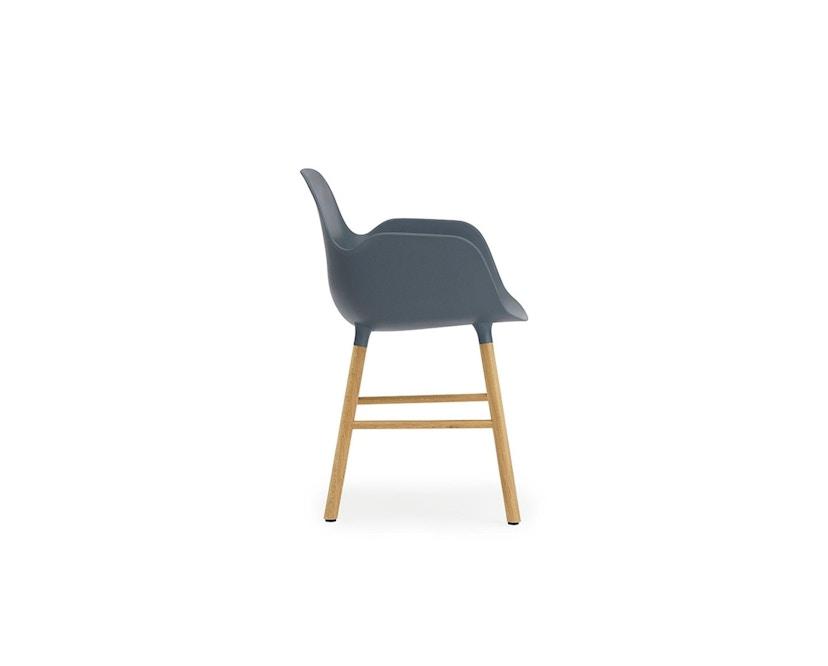 Normann Copenhagen - Form Armlehnstuhl mit Holzgestell - blau - Eiche - 3