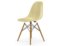 Vitra - Eames Fiberglass Side Chair DSW, Gestell Esche honigfarben, 05Filzgleiter Hartboden - 01 Eames Parchment