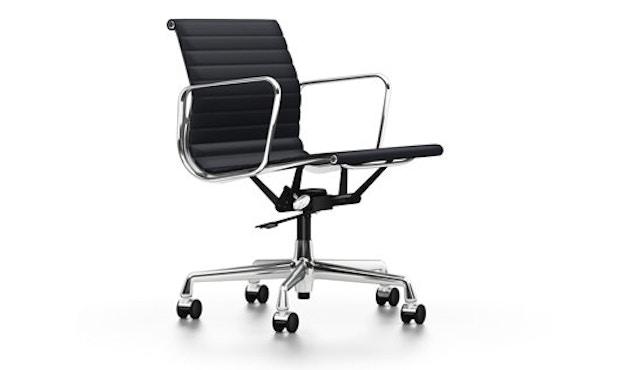 Vitra - Aluminium Chair - EA 117 - gepolijst - Hopsak - nero - Wieltjes voor harde bodems - 1
