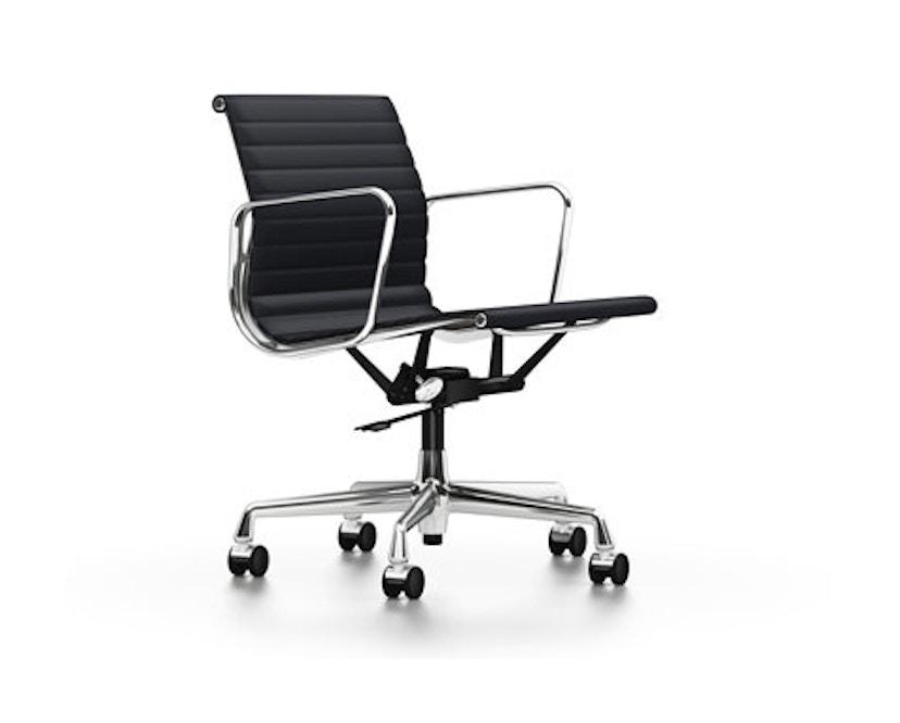 Vitra - Aluminium Chair EA 117, Untergestell poliert, weiche Rollen für harte Böden - Hopsak - 66 nero - 1