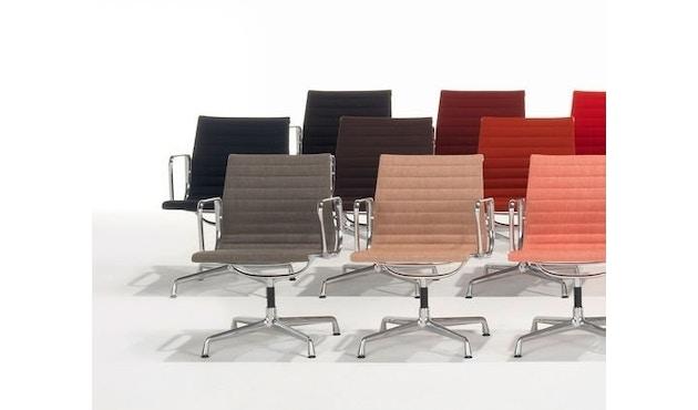 Vitra - Aluminium Chair - EA 103 - 11