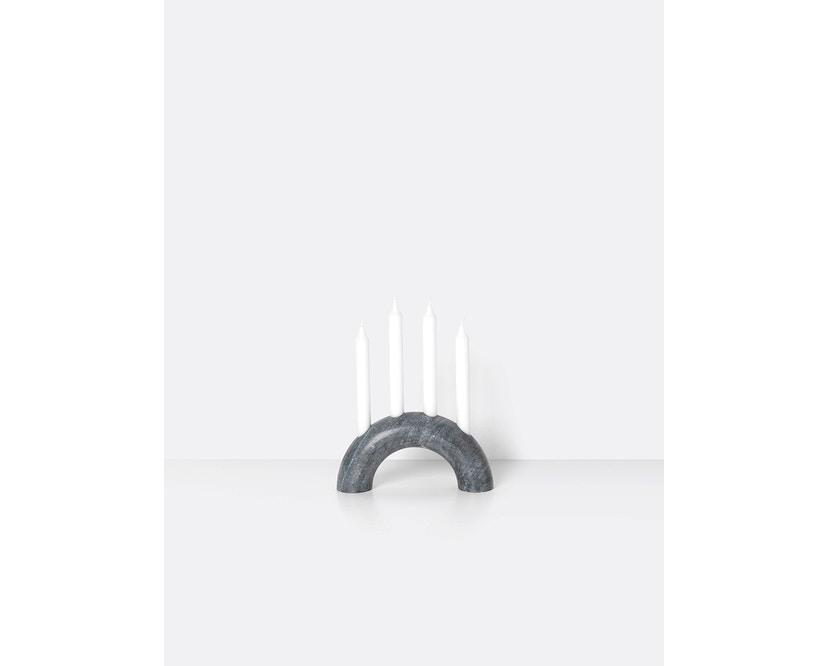 ferm LIVING - Bow Kerzenständer - schwarz - 1
