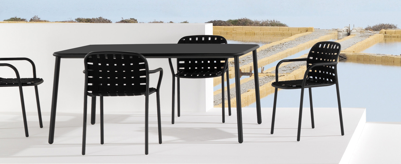 Emu Yard tafel en armleunstoel