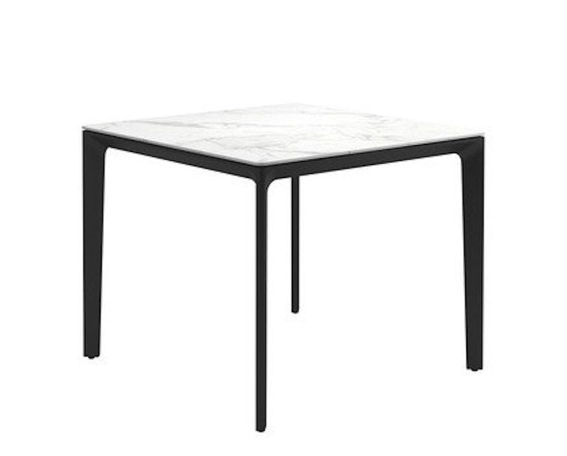Gloster - Carver Tisch - 89 x 89 cm - Keramik weiss - Gestell grau - 1
