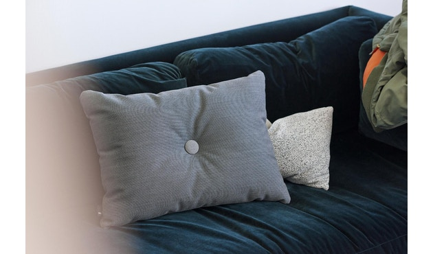 HAY - Kissen Dot Cushion - Steelcut Trio dark grey 153 - geelgoud - 2