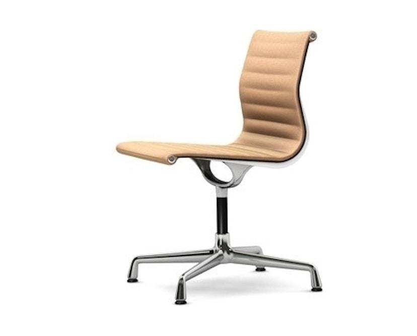 Vitra - Aluminium Chair - EA 101, Gestell poliert, Filzgleiter Hartboden - 88 cognac elfenbein - 1