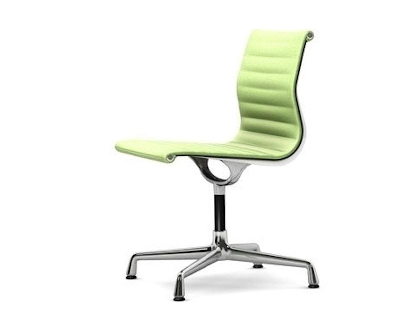 Vitra - Aluminium Chair - EA 101, Gestell poliert, Filzgleiter Hartboden - 69 wiesengrün elfenbein - 1