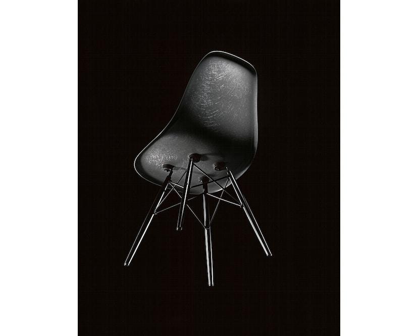 Vitra - Eames Fiberglass Side Chair DSR, Gestell 01glanzchrom, 05Filzgleiter Hartboden - 04 Eames Elephant Hide Grey - 1