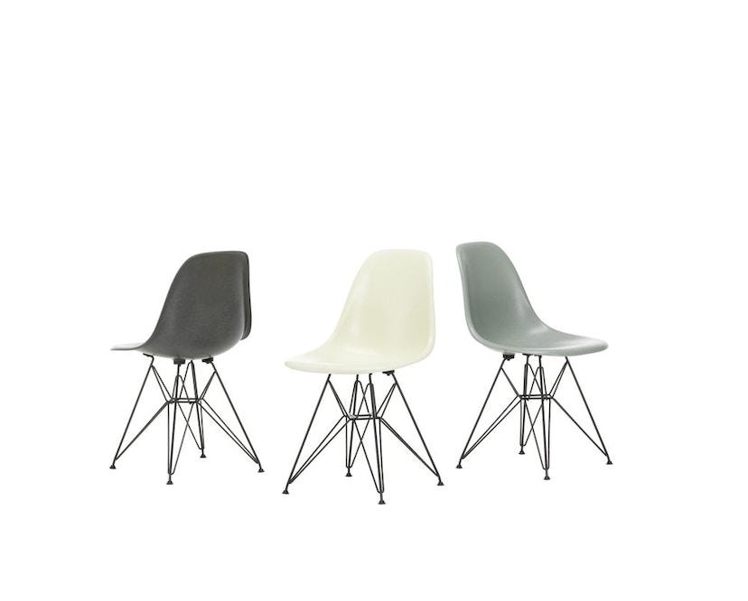 Vitra - Eames Fiberglass Side Chair DSR, Gestell 01glanzchrom, 05Filzgleiter Hartboden - 01 Eames Parchment - 2