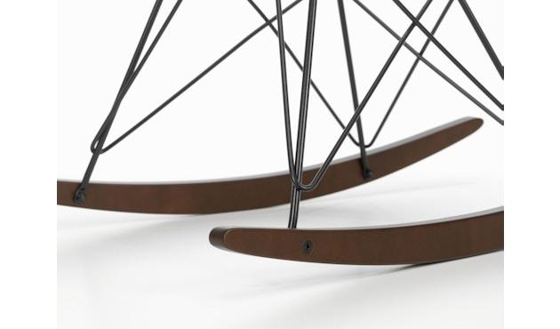 Vitra - Eames Plastic Armchair RAR mit Sitzpolster - zwart - wit - verchroomd - Esdoorn donker - 2