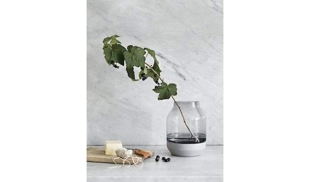 Muuto - Elevated Vase - grey - groen - 3