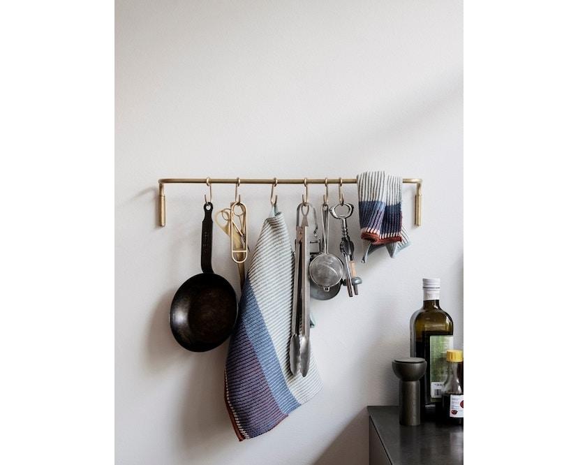ferm LIVING - Kitchen Leiste mit Haken - brass - 2