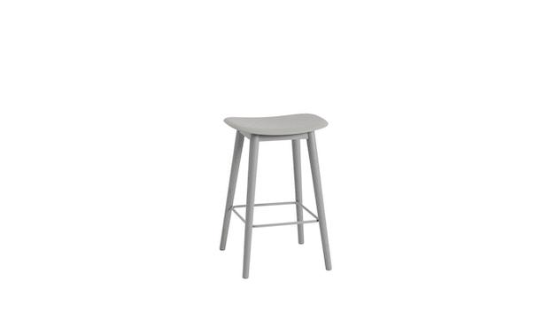 Muuto - Fiber barkruk - houten onderstel - grijs - frame grijs - 1