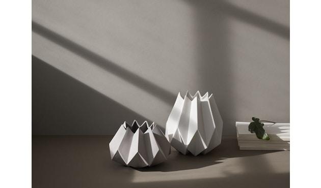 Menu - Folded Vase - carbon - klein - 3
