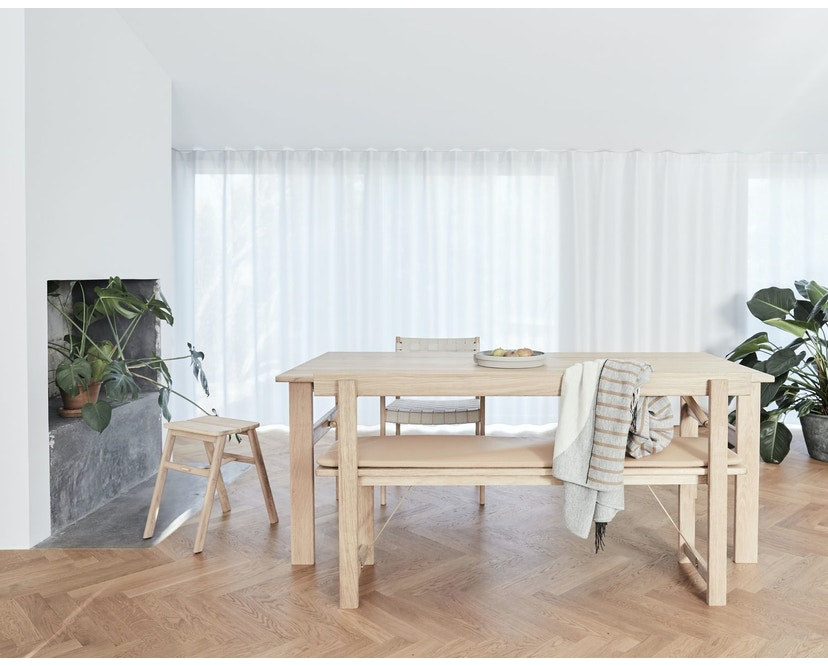 Form&Refine - Angle Hocker - Eiche - 9
