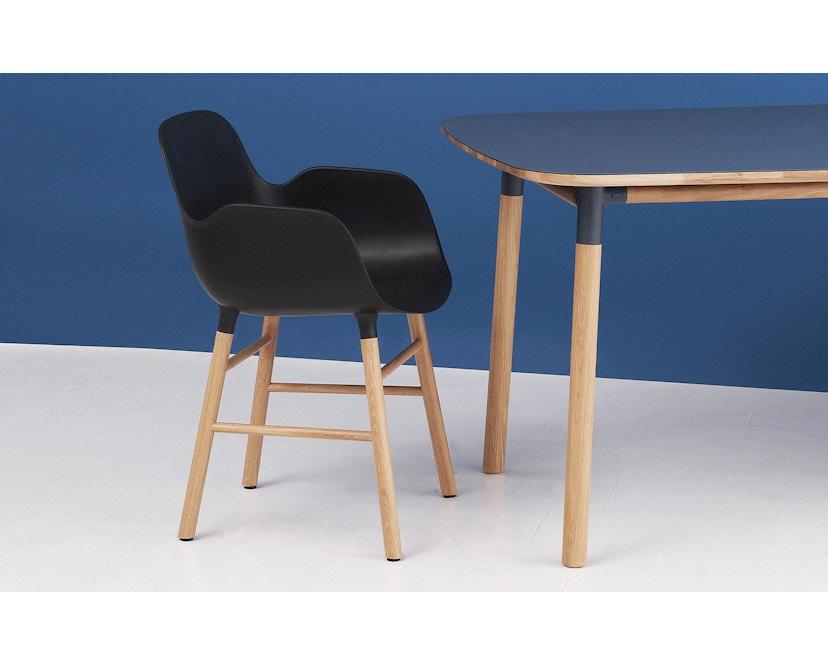Normann Copenhagen - Form Armlehnstuhl mit Holzgestell - weiß - Eiche - 7