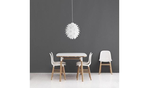 Normann Copenhagen - Form Stuhl mit Holzgestell - 2