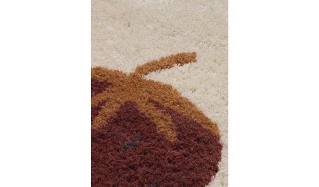 ferm LIVING - Fruiticana Teppich - klein - Edbeere -  - 2