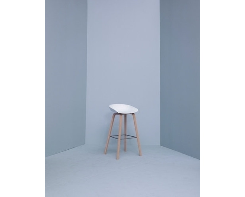 HAY - About a Stool AAS 32 - Sitzhöhe 75 cm - voetbank roestvrij staal - Eik gezeept - wit - 2