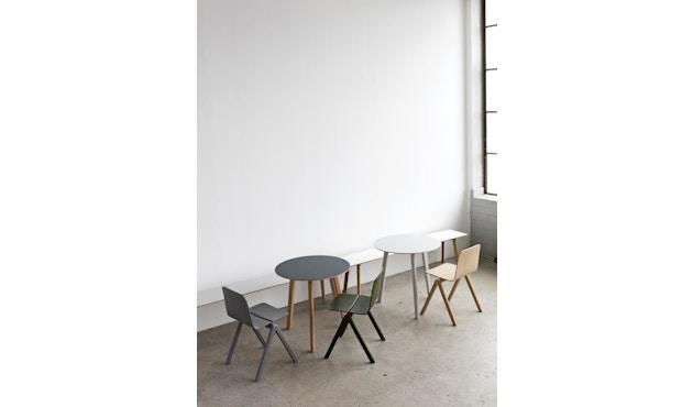HAY - Copenhague Deux CPH 220 Tisch - Platte perlweiß - Gestell Eiche matt lackiert - Ø 75 cm - 6