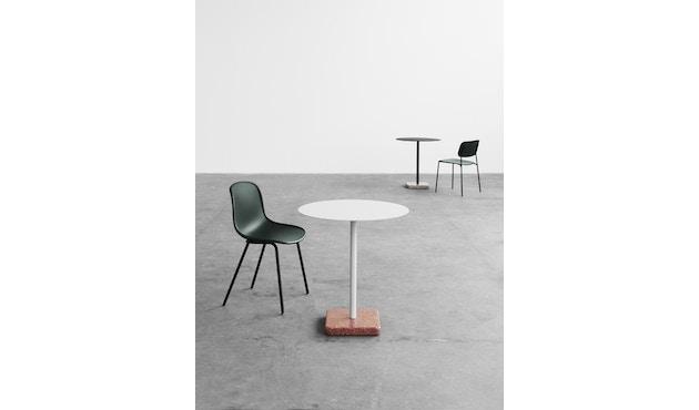 HAY - Terrazzo Gartentisch - Platte hellgrau - rund - Sockel rot - 3