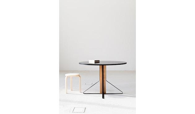 Artek - Kaari runder Tisch klein - HPL hochglanz weiß - Gestell Naturholz mit Schutzlack - 2