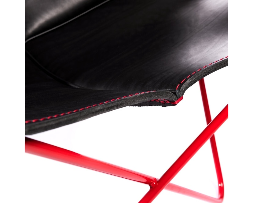 Manufakturplus - Butterfly Chair Hardoy - 80 Jahre Sonderedition - rotes Gestell - rote Naht - 3