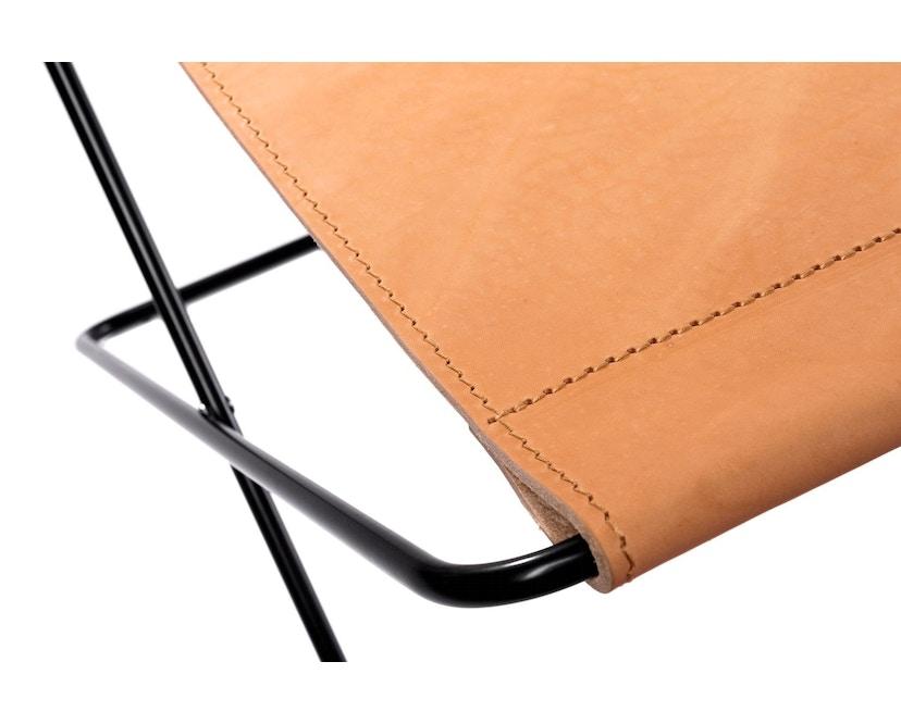 Manufakturplus - Fußteil für Hardoy Butterfly Chair - Stahlrahmen schwarz, Sattel-Leder braun - 3