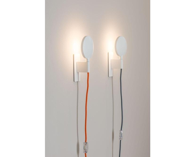 Mawa Design - Maggy Wandleuchte - pulverbesch. weiß matt - Textilkabel orange - 3