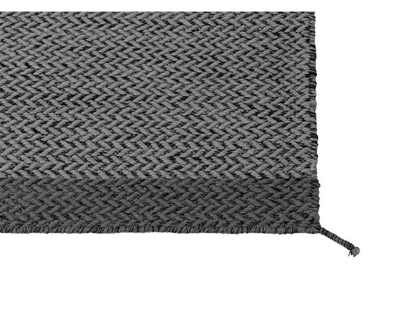 Muuto - Ply Teppich - dunkelgrau S - 4