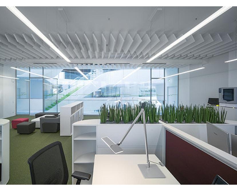 Nimbus - Roxxane Office Tischleuchte - weiß mit Fußplatte - 10