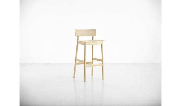 Woud - Pause Bar Stuhl - Sitzhöhe 65 cm - white pigmented lacquer oak - 3