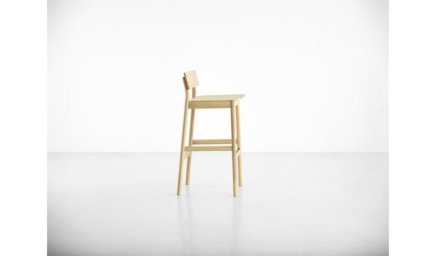 Woud - Pause Bar Stuhl - Sitzhöhe 65 cm - white pigmented lacquer oak - 4
