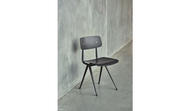 HAY - Result Stuhl - Eiche schwarz gebeizt - Gestell schwarz mit Kunststoffgleitern - 3