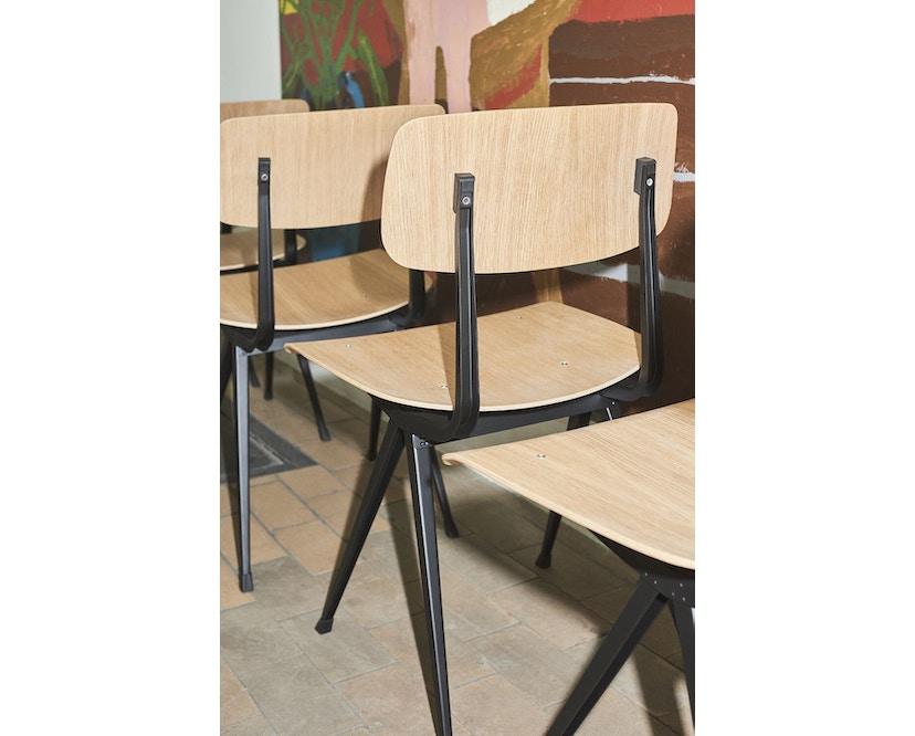 HAY - Result Stuhl - Eiche klar lackiert - Gestell schwarz mit Kunststoffgleitern - 11