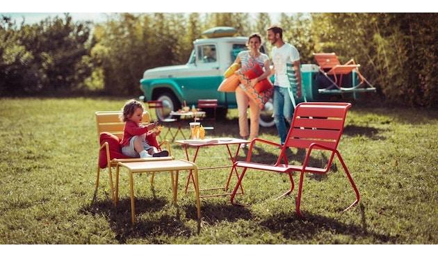 Der französische Hersteller Fermob hat mit dem Tom Pouce Beistelltisch ein  multifunktionales Möbel entworfen. Er ist nicht nur neben dem Liegestuhl am  ...