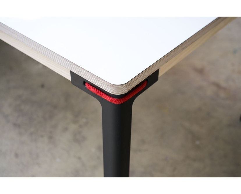 Moormann - Seiltänzer Couchtisch - Laminat weiß- rotes Seil - 90 x 90 - 3