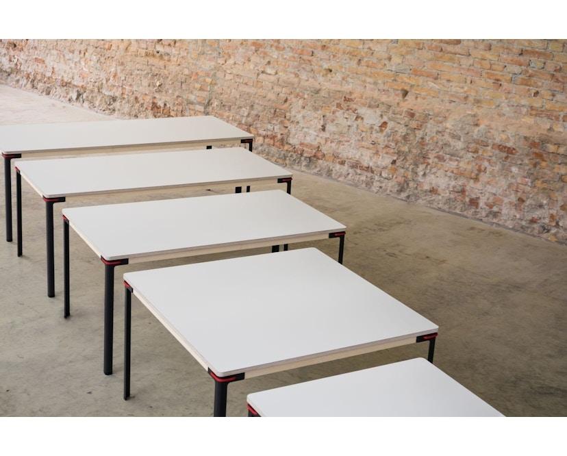 Moormann - Seiltänzer Couchtisch - Laminat weiß- rotes Seil - 90 x 90 - 4